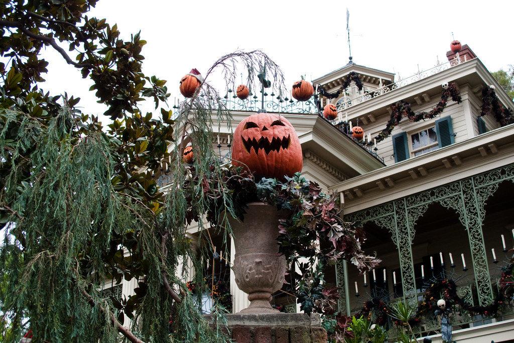 Haunted Mansion Holiday - Disneyland, California & Tokyo Disneyland