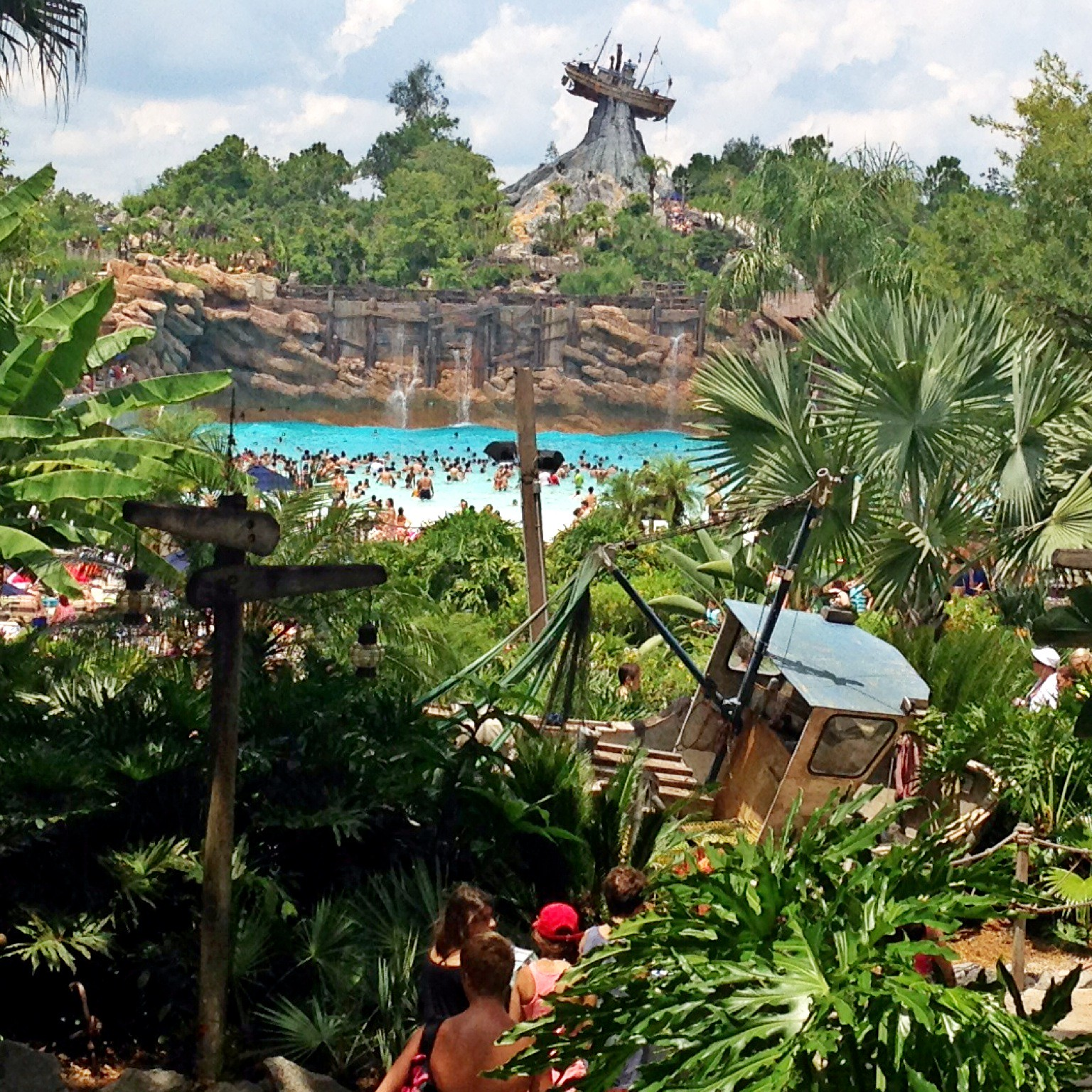 typhoon_lagoon_pool