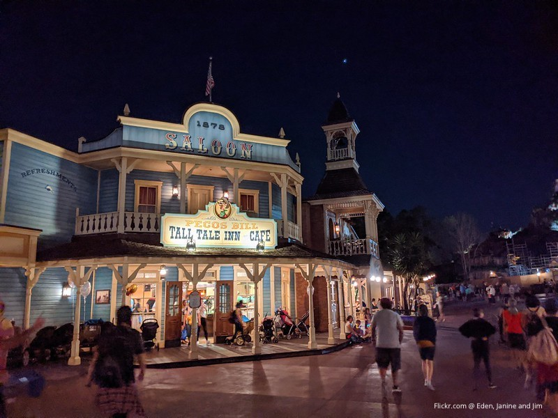 Pecos Bill Outdoor Dining - Magic Kingdom