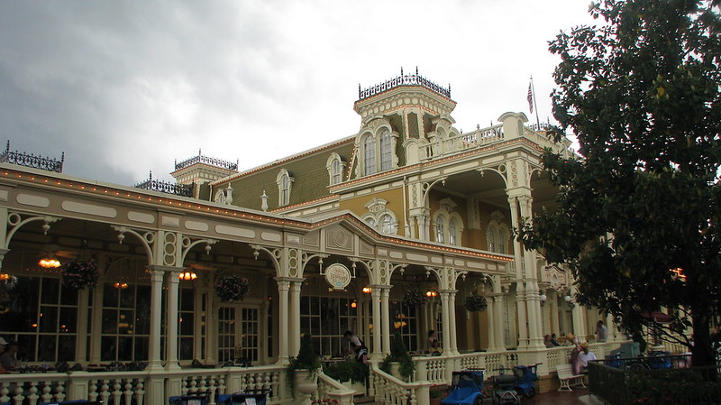 Tony's Town Square Restaurant Magic Kingdom Outdoor Dining