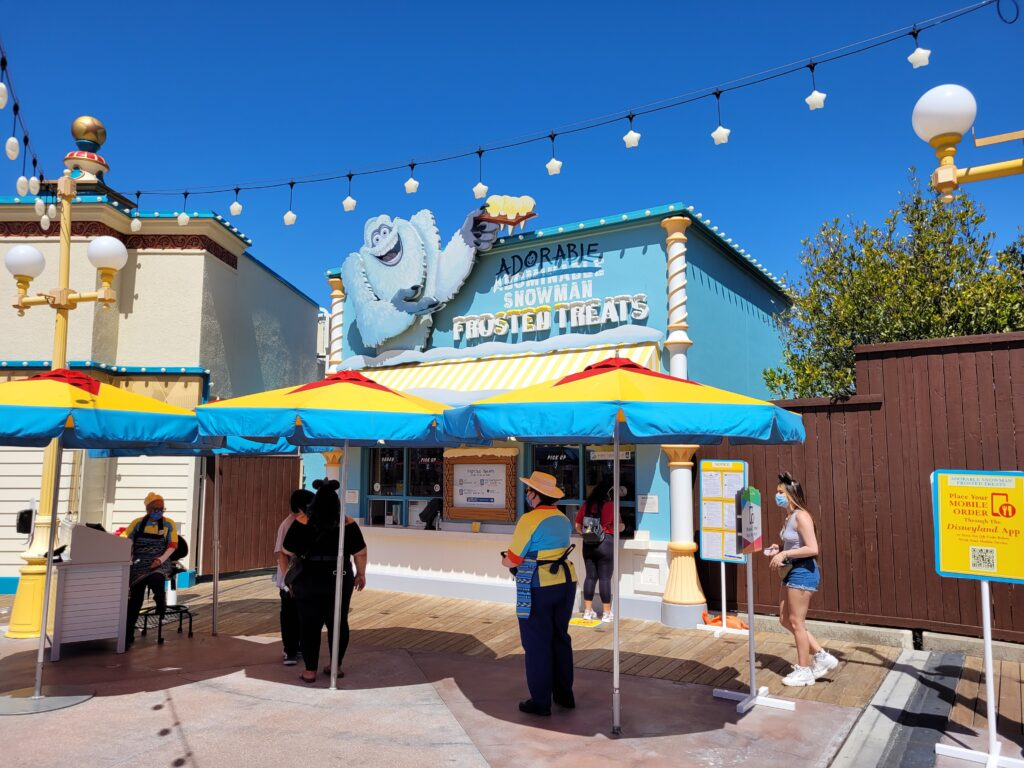Adorable Snowman Booth in Pixar Pier