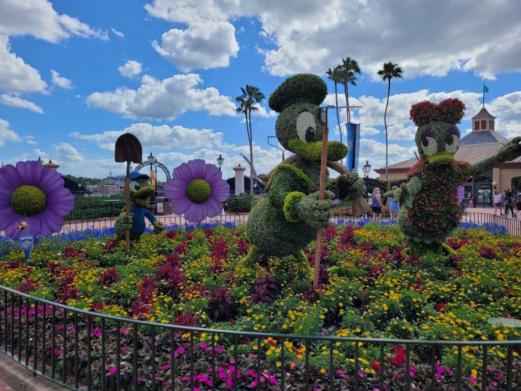 Donald Duck, Daisy Duck, Huey, Dewey and Louie Topiary