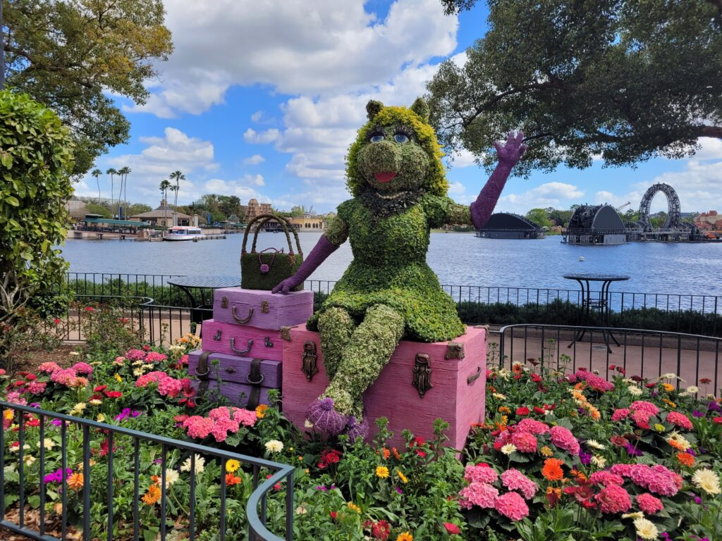 Miss Piggy Topiary