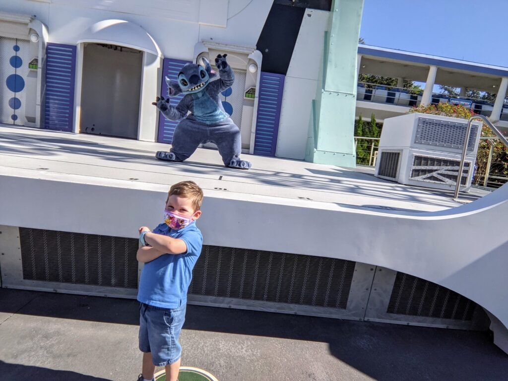 Lincoln Rocks His Princess Mask While Meeting Stitch in Tomorrowland