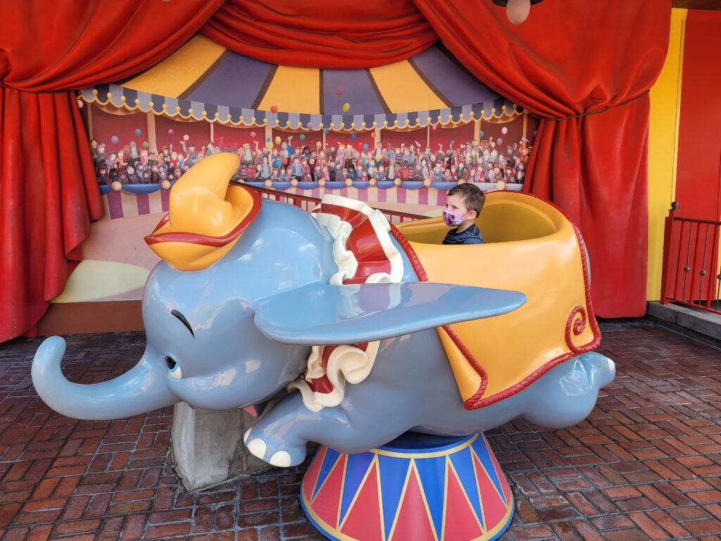 Take Photos in a Stationary Dumbo Cart After the Ride
