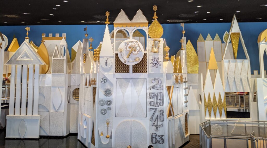 it's a small world Queue