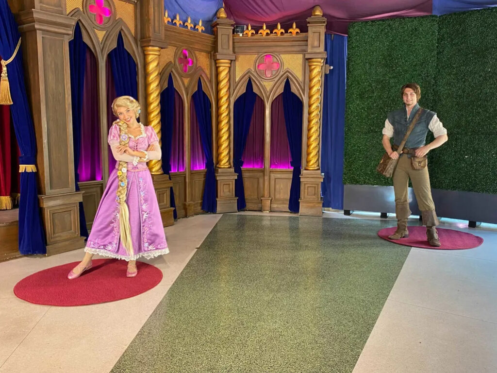 royal-theater-distanced-meet-and-greets-disneyland-park-2-7840165-scaled