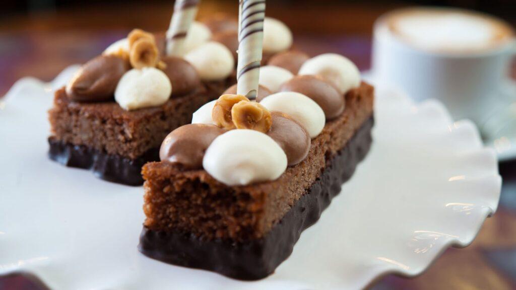 Hazelnut polenta cakes with hazelnut spread and sweet cream