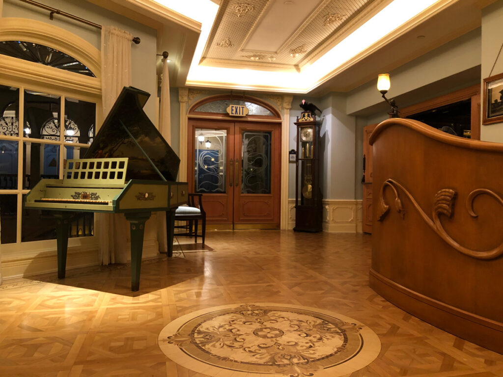 Piano at Club 33 in Disneyland